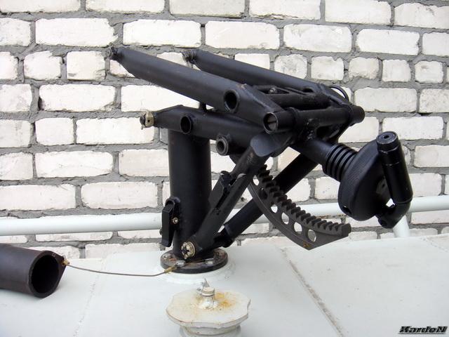 Cтойки для крепления установок с пулеметом и автоматическим гранатометом.