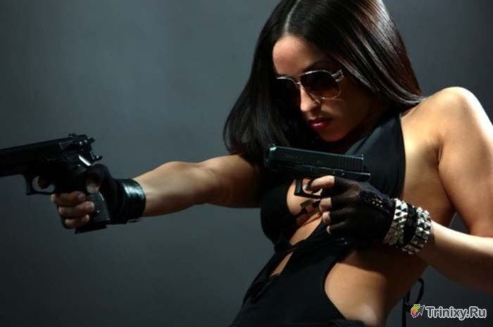 Девушки с оружием сексуальные