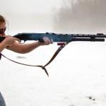 фото девушек с оружием