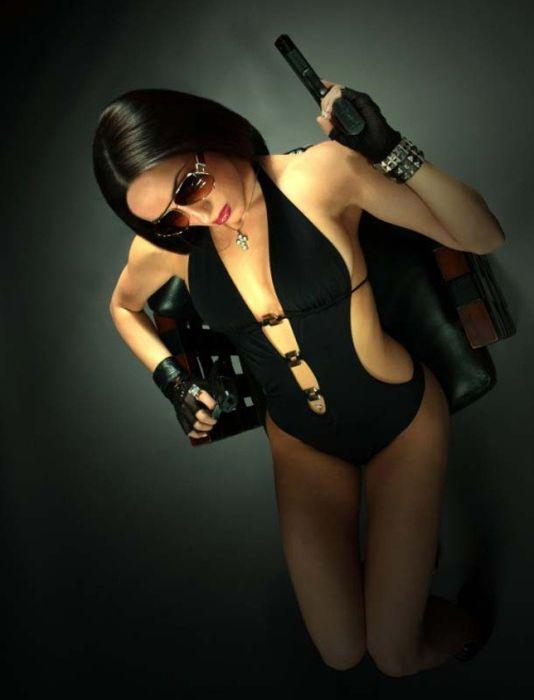 Девушки сексуальные с пистолетом в руках
