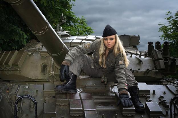 дамы в танке