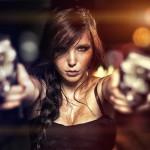 Девушка с пистолетами