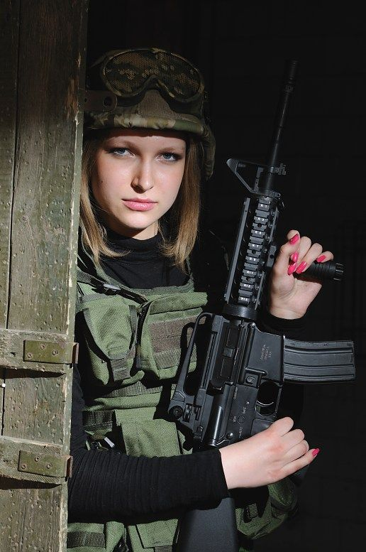 Фотосессия в военной форме девушки