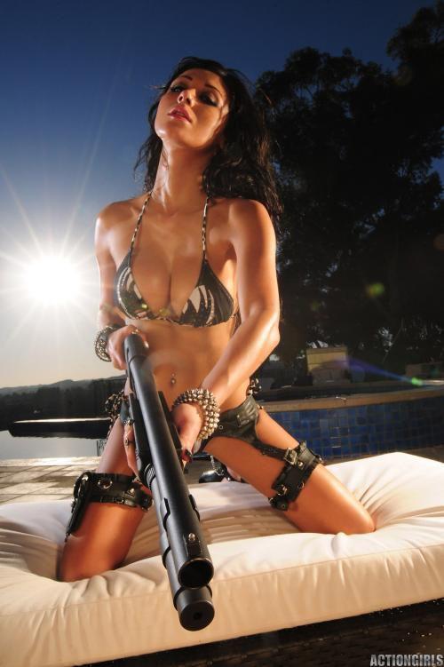эротика девчонки пистолет