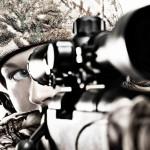 Девушка с снайперской винтовкой