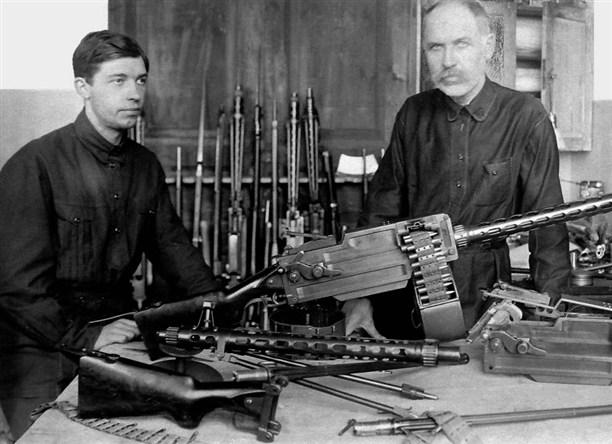 Токарев с пулемётом Максим