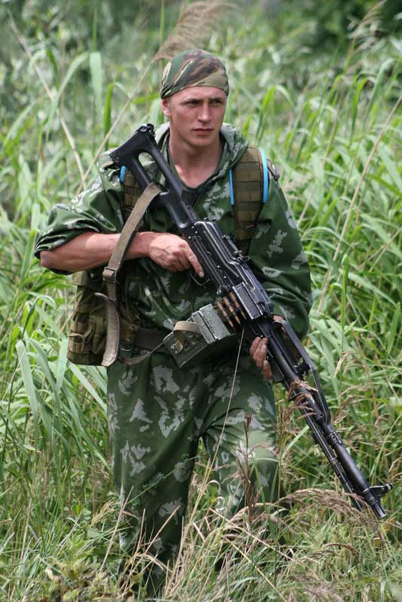 soldat-s-pechenegom-02