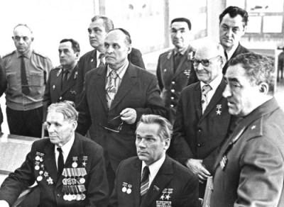 Макаров, Калашников фото