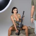 Девушки с оружием
